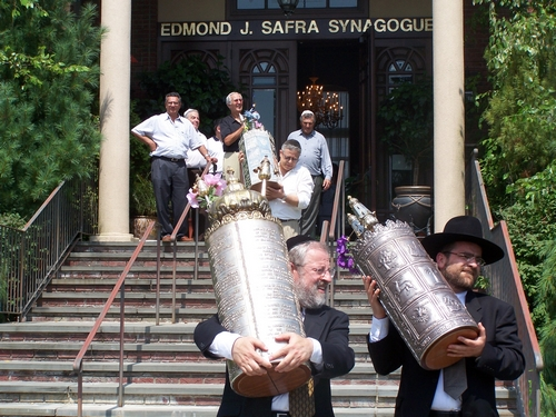 Torah Truck Photo Gallery - Sefard