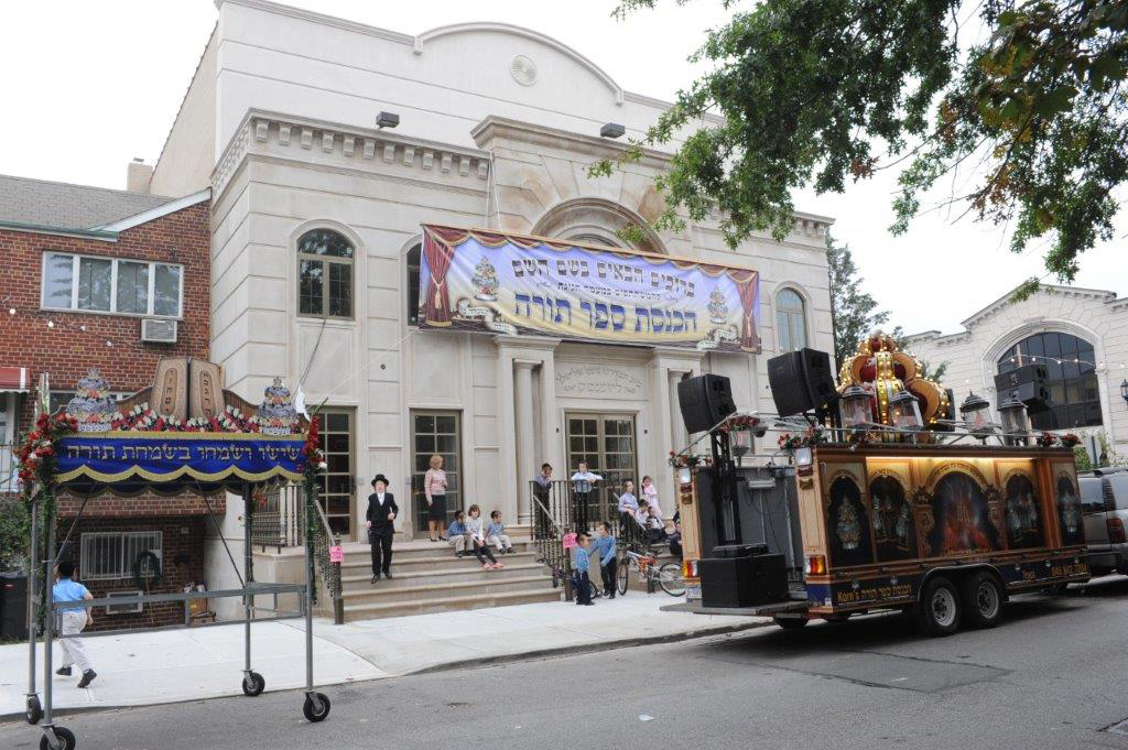 Torah Truck Photo Gallery - Truck, Chupah and Sign
